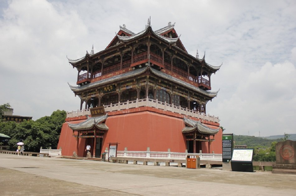 Giant Pandas and Luodai Ancient Town Private Tour in One Day From Chengdu
