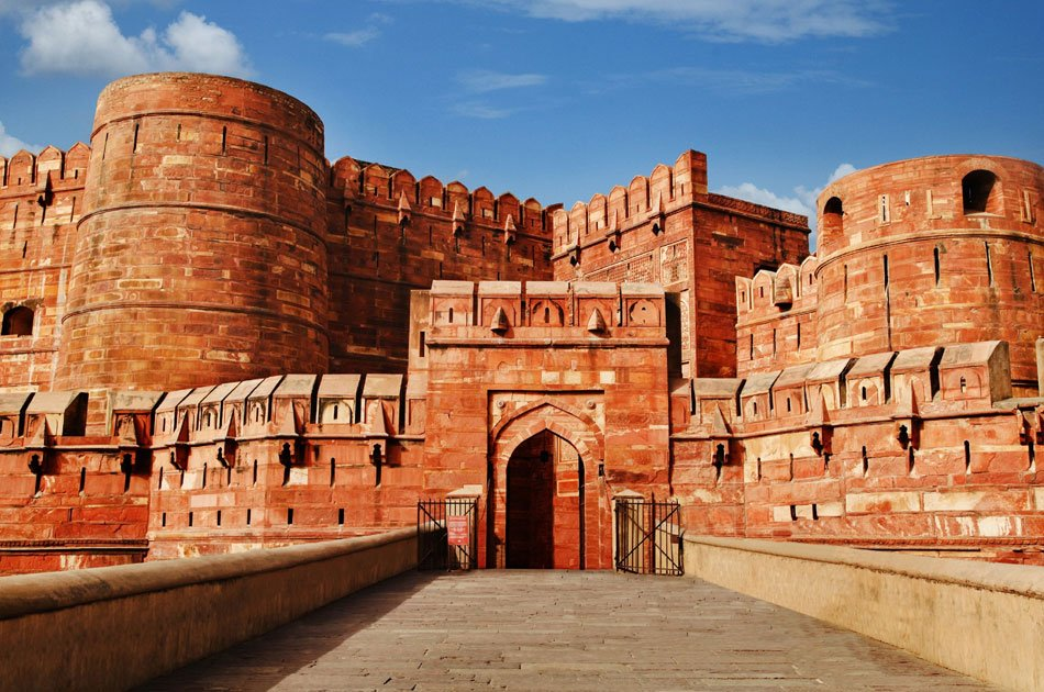 Delhi to Agra and Taj Mahal Private Day Trip by Express Train with Lunch