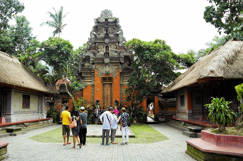 Private Tour to Tibumane Waterfall, Jungle Swing, Rice Terrace and Temple