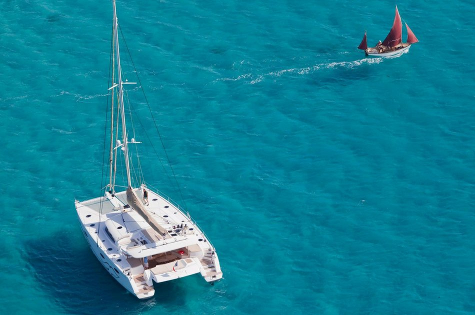 4 Hour  Deluxe catamaran tour (up to 30 people)