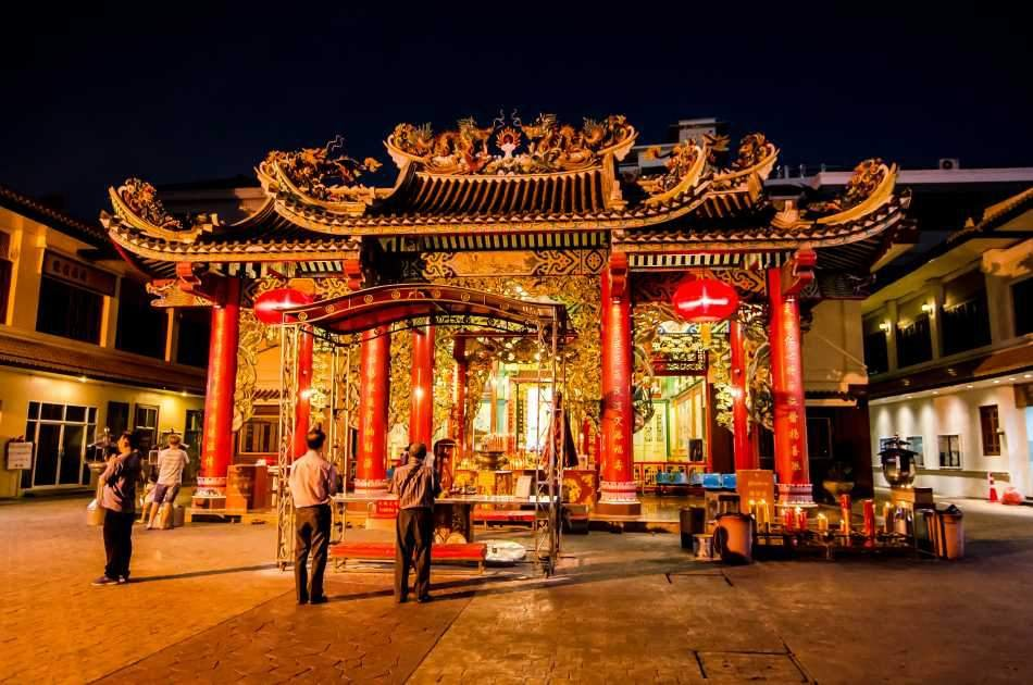 Night Tour Experience in China Town & Flower Market