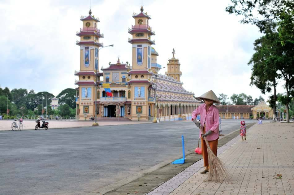 Private Pilgrimage Trip to Tay Ninh & Cu Chi Tunnel